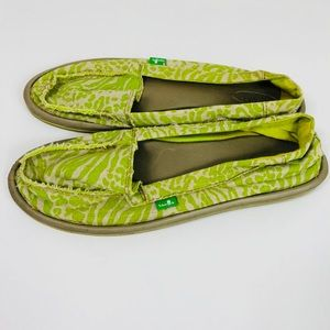 Sanuk Canvas Slip On Shoes Flats Green Pattern 10